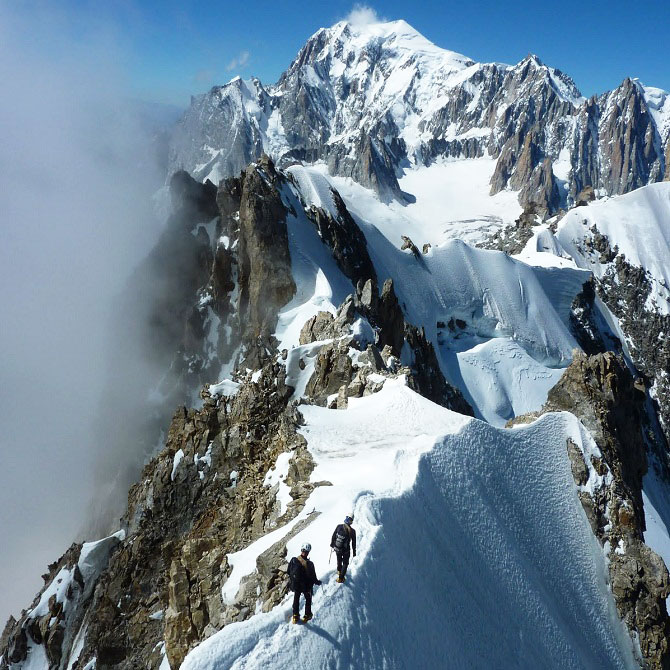 Two climbers traversing the Arete du Rochefort